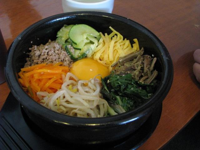 Korean_cuisine-Bibimbap-01