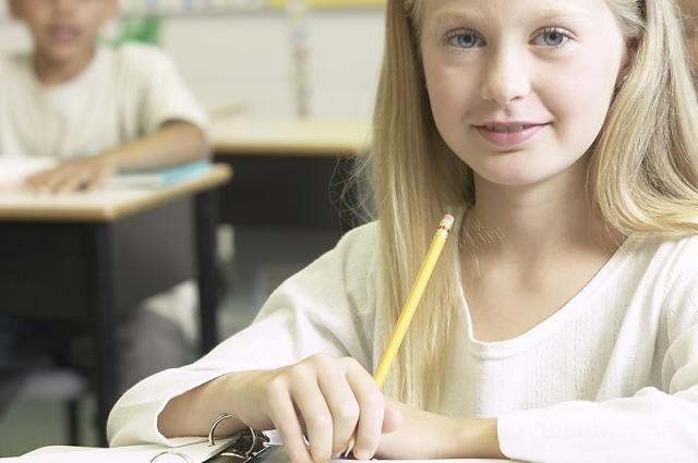 girl_sitting_at_school_desk.202145603_std